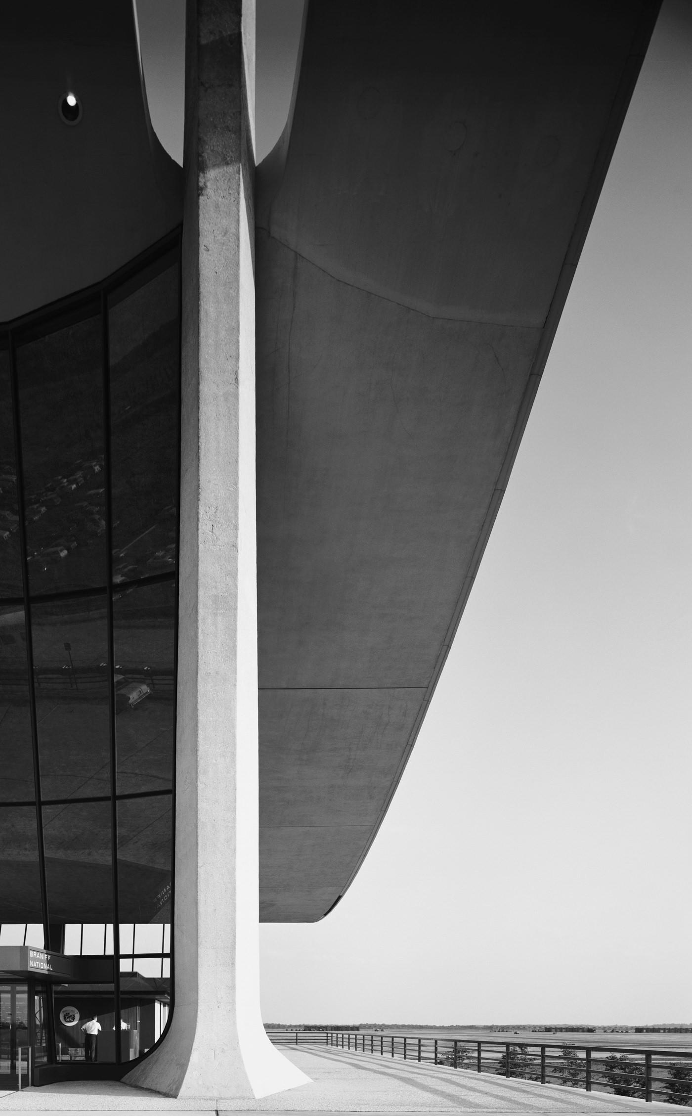 Эзра Столлер. Аэропорт им. Даллеса. Арх.: Ээро Сааринен. Шантильи, шт. Вирджиния, 1964