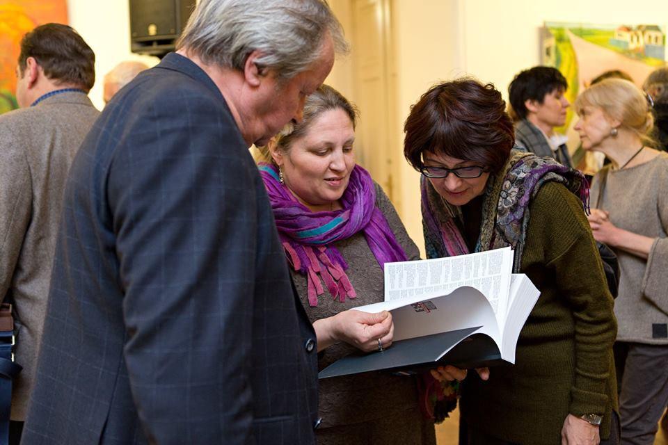 """La cinquième exposition académique interrégionale """"Porte rouge / Contre le courant"""" est présentée à la Galerie des arts de Tsereteli."""