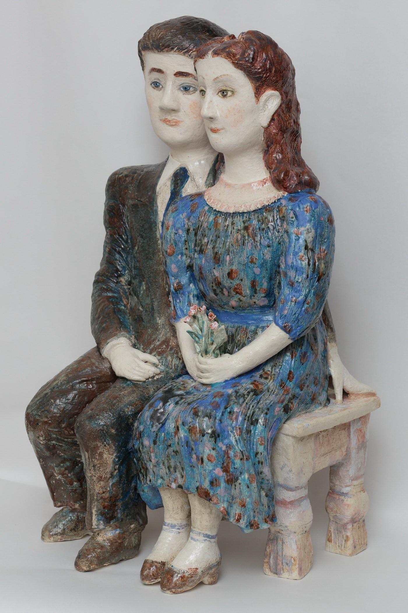 В. Кузнецова. Мои родители в 1947 году. 2013, шамот, ангобы, глазури. Высота 71 см