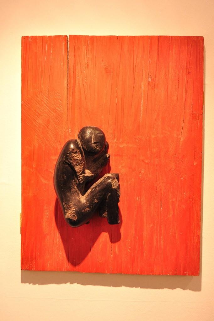 «Пытаясь вспомнить», дерево, камень, 2003, 80х60х20, фрагмент