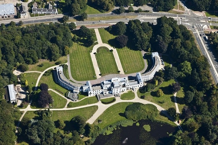 Дворец Сустдейк. Баарн, Нидерланды. © Siebe Swart, архитектурное бюро Van Hooveest
